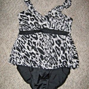 Black White Gray Leopard Trimshaper 1 Pc Swimsuit